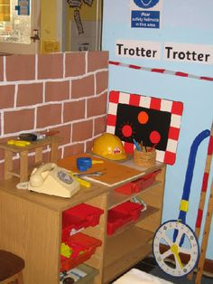 Three Pigs' construction site role-play area classroom display photo - Photo gallery - SparkleBox