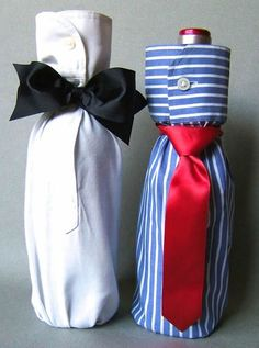 Shirt Bottle Gift Wrap: Here's a quick, but super-handsome method to wrap a bottle for a man. Creative Gift Wrapping, Creative Gifts, Cool Gifts, Wrapping Presents, Wine Bottle Gift, Wine Gifts, Wrapped Wine Bottles, Gift Wraping, How To Make Bows