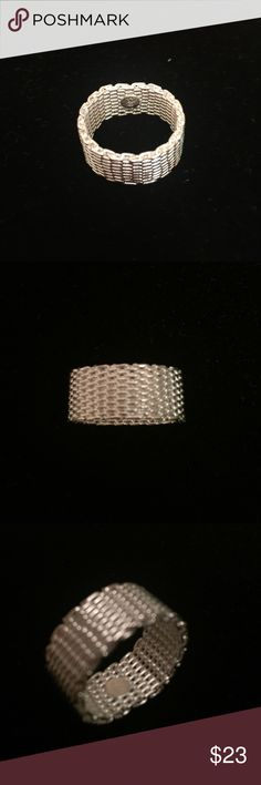 Sterling silver 925 mesh ring size 8 Sterling silver (925) mesh ring in a size 8. NEW! Flexible mesh is comfortable and stylish. Round plate on inside holds the 925 marking. Runs a little small because of the thickness of the ring. Jewelry Rings