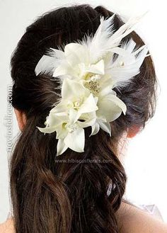 Resultados de la Búsqueda de imágenes de Google de http://www.noviosfelices.com/tocados-2012-peinados-novia/112-peinados-novias-tocado-flores-plumas.jpg
