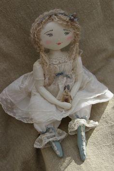 Violette...dans quelle operette aurait elle pu chanter...(35cm) - Le Jardin des Farfalous