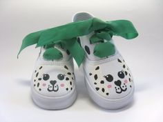 These girls Dalmatian shoes are so sweet. These childrens hand painted dog sneakers have a cute puppy dog face on the toes of each shoe. Custom Painted Shoes, Painted Canvas Shoes, Painted Sneakers, Hand Painted Shoes, Painted Clothes, Painted Toms, Puppy Shoes, Kid Shoes, Best Baby Shoes