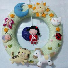 Guirlanda de maternidade. Totalmente idealizada pela mamãe, costurada à mão. www.facebook.com/feltrolices www.elo7.com.br/feltrolices