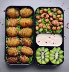 Hey guys, I hope you are having a fun day so far. Here is a lunch box with Hasselback potatoes (I already showed you the same bento with guacamole a week ago) but this time with a delicious tahini sauce. I can never decide which sauce I prefer so I often make two different ones. And of course I make pics from both options for you to see. You can find the recipe for the dressing in my last blog post on elavegan.com (link in my bio @elavegan) https://elavegan.com/vegan-lunch-bowl-has...