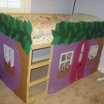 "This ""magic tree house"" is simply decorated with glued-on felt pieces. ​Burda Style"