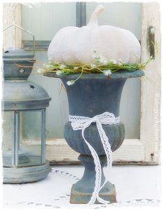 Kürbis im Pokal , Herbstdeko, Kürbisdeko, Shabby-Look  #Wohngeschichten von K.
