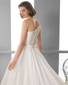 243 FIORDO / Wedding Dresses / 2013 Collection / Alma Novia (close up back)