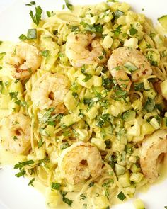 Spaghetti met scampi in curry-roomsaus - WordPress Website Fish Recipes, Pasta Recipes, Healthy Recipes, Scampi Curry, Curry Pasta, Cooking For Dummies, Buffet, How To Cook Pasta, Italian Recipes