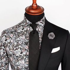 Who says floral shirts aren't great? Most of the time they do such but example this (and many other) Grand Frank floral shirts look AWESOME! As long as the print is great and as long as you match. Sharp Dressed Man, Well Dressed Men, Suit Fashion, Mens Fashion, Mein Style, Mens Attire, Suit And Tie, Facon, Gentleman Style