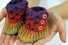 Crocodile Stitch Crochet Baby Booties: Free pattern