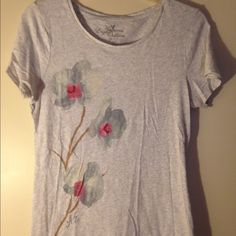 SALE American Eagle embellished tee Gorgeous American Eagle gray tee with soft flower design. 2 flowers have small embellishments. Very soft and so dainty! More of a junior fit. American Eagle Outfitters Tops Tees - Short Sleeve