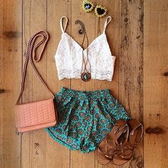cropped top with some funky shorts and neutral accessories just adds so much more to the outfit!