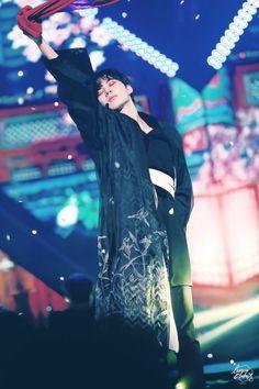Hyacinth, performing at first salon Lee Hong Bin, Leo, Vixx Hongbin, Jung Taekwoon, Vkook Fanart, Shangri La, Kpop Boy, Korean Beauty, Handsome Boys