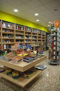 Imagen interior de la librería Espai Lector Nobel Castellar
