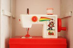 Whaaaa?  A vintage Strawberry Shortcake sewing machine?  How did I miss out on this?!?!