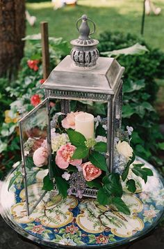 rustic wedding decor ideas-flowers in lantern centerpiece