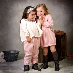 Look en espiga rosa, vestido y pantalón #kids #corazondeleonkids #moda #madeinSpain #pantalón #vestido #espiga #rosa #look #lovelydesign