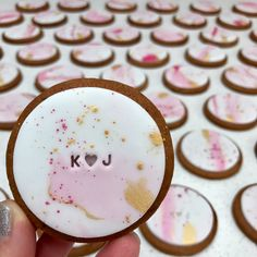 Wedding cake biscuits wedding в 2019 г. cookie wedding favors, wedding co. Biscuit Wedding Favours, Wedding Cookies, Wedding Desserts, Wedding Cake, Cookies Fondant, Iced Cookies, Royal Icing Cookies, Cupcakes, Engagement Party Planning