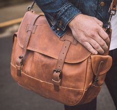 Bolsa Grande Mensageiro O nosso amigo Ryan Barr do  Whipping+post  apresentou um novo produto para sua linha de bolsas vintage. #bolsa #vintage
