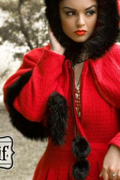 Collectif Clothing - Collectif Clothing - 40s Gretel Vintage Hooded Cape Coat in Red (de enige echte roodkapje-jas!)