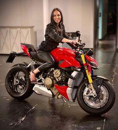 Ducati Motor, Biker Girl, Sport Bikes, Custom Bikes, Motogp, Wheels, Awesome, Girls, Instagram