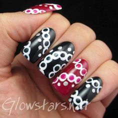 cool way to keep dotting interesting...love the color change on the nails
