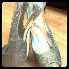 Sparkly Guess Pumps!