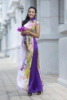 Nữ người mẫu thể hiện hình ảnh thiếu nữ Việt Nam trong các tà áo dài đậm hình ảnh trúc và sen. Trương Thị May dịu dàng áo dài ...