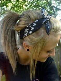 to Create a Hairstyle with a Bandana Bandana Hairstyle. I do this all the time and love it! Looks really cute with a…Bandana Hairstyle. I do this all the time and love it! Looks really cute with a… Cute Bandana Hairstyles, Old Hairstyles, Ponytail Hairstyles, Pretty Hairstyles, Ponytail Ideas, Bandana Headbands, Hairstyles With Headbands, Wedding Hairstyles, Casual Hairstyles
