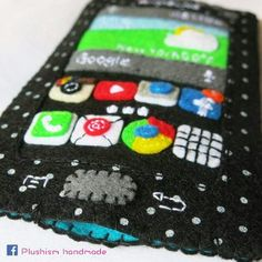 If you would like to personalize your Android pocket cozy. You can choose a different color of felt material, App, date, time and weather. Your name or initial can be sew on it. Feel free to message me for your enquiry. With lots of handmade love. ❤