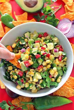 Bakır Tencerem: Avokado salatası Corn Salad Recipes, Corn Salads, Bruschetta, Turkish Recipes, Ethnic Recipes, Brunch, Creamy Corn, Sandwiches, Healthy Salads