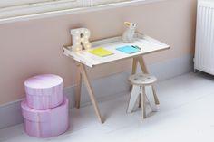 Nu het huis vaak bezaaid is speelgoed ben ik simpele en strakke meubels nog meer gaan waarderen. Een mooi voorbeeld daarvan is het kleine nieuwe meubelbedrijfje uit Londen; Plyconic. Ze maken toffe…