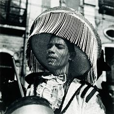 Autores: Pierre Verger: Carnaval, Bloco da Embaixada Mexicana - Coleção Pirelli / MASP de Fotografia