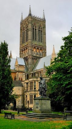 Lincoln Cathedral, Lincolnshire, England. Our tips for 25 fun things to do in England: http://www.europealacarte.co.uk/blog/2011/08/18/what-to-do-england/