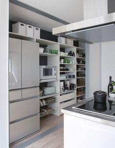 Kitchen Reno, Kitchen Dining, Kitchen Cabinets, Kitchen Furniture, Furniture Design, Butler Pantry, House Plans, Storage, Closet