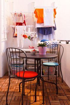 Montează suporturile de rufe pliabile ALGOT pe peretele lateral al balconului, ca să ȋți rămână suficient spațiu pentru clipele de relaxare. Home Organization, Dining Chairs, Modern, Furniture, Home Decor, Dinner Chairs, Homemade Home Decor, Dining Chair, Home Organisation