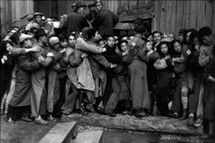 Henri Cartier-Bresson. Last days of Kuomintang, Shanghai, China, December 1948 – January 1949 [::SemAp Twitter || SemAp::]
