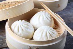 Come fare baozi, bao e jiaozi - La Cucina Italiana Sushi Recipes, Asian Recipes, Chinese Recipes, A Food, Food And Drink, Sushi Love, Oriental, Exotic Food, Aesthetic Food