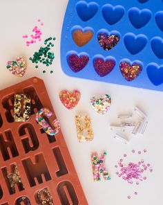 Use silicone molds to make your own unique glitter brooches and other accessories # resin jewelry diy tutorial glitter resin pins! - Oh Joy! Glitter Crafts, Diy Resin Crafts, Jewelry Crafts, Diy And Crafts, Crafts For Kids, Arts And Crafts, Glitter Party, Burlap Crafts, Diy Resin Pins