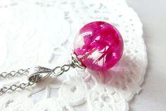 Collier avec perles en résine, sphère de résine avec fleurs, billes de résine, sphère en résine, contenant des vrais fleurs séchées, roses.