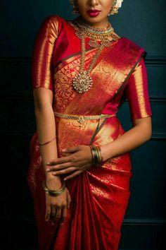 Ideas For South Indian Bridal Saree Colour Bridal Sarees South Indian, Bridal Silk Saree, Indian Bridal Outfits, Indian Bridal Fashion, Indian Dresses, Silk Sarees, South Indian Weddings, Indian Bridal Jewelry, Silk Saree Kanchipuram