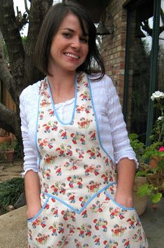 """I've been looking at the aprons at Joan's """" Momo's Retro Fashions """" for quite a while, drooling over the gorgeous fabrics, beautiful styles,. Sewing Hacks, Sewing Crafts, Sewing Projects, Cool Aprons, Sewing Aprons, Aprons Vintage, Gorgeous Fabrics, Clothes Line, Different Styles"""