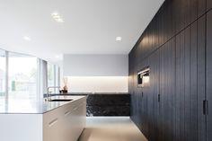 Questo - Keukenpunt - Interieurpunt - Bruggestraat 146 - Torhout - West-Vlaanderen - Keuken - Interieur Modern Kitchen Design, Interior Design Kitchen, Black Kitchens, Cool Kitchens, Concrete Kitchen, Studio Kitchen, Interiores Design, Interior Architecture, Luxury Homes