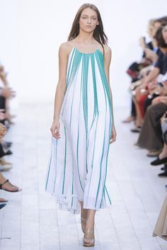 Chloé Spring 2012 Ready-to-Wear Fashion Show - Daga Ziober (Elite)