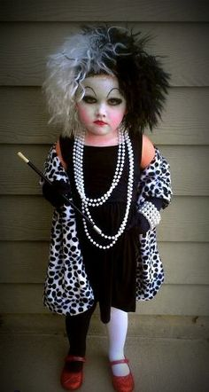Funny pictures about Little Cruella de Vil. Oh, and cool pics about Little Cruella de Vil. Also, Little Cruella de Vil photos. Diy Halloween Costumes For Kids, Halloween Costume Contest, Cute Costumes, Happy Halloween, Halloween Party, Costume Ideas, Devil Halloween, Halloween Makeup, Homemade Halloween