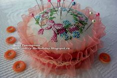 """Embroidery ...  The holiday, which is always with me...: Игольница """"La grande histoire de l'ouvrage en 80 m..."""