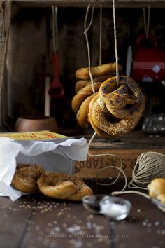 http://www.justlovecookin.com/wp-content/uploads/2010/10/Covrigi-Pretzel-1.jpg