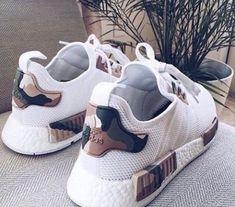 Ladies's sneakers / streetwear / city tradition / vogue /footwear / chaussure femme / basket Cute Shoes, Women's Shoes, Me Too Shoes, Shoe Boots, Shoes Sneakers, Shoes Style, Golf Shoes, Dream Shoes, Crazy Shoes