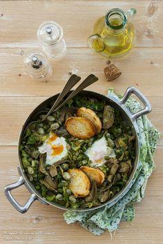 Giornata Nazionale della VIGNAROLA ROMANA. Una ricetta, quasi un rito di passaggio. http://blog.giallozafferano.it/chiccodiriso/vignarola-romana-con-uova-tegamino-e-crostoni-aglio-orsino/ #c52vignarola #calendar52 #italianfoodcalendar