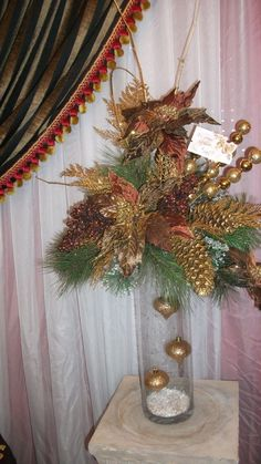New ideas for door wreaths diy floral arrangements Christmas Candle Decorations, Christmas Flower Arrangements, Christmas Planters, Holiday Centerpieces, Christmas Flowers, Christmas Holidays, Christmas Wreaths, Christmas Crafts, Floral Arrangements